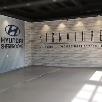 Imprimé grand format appliqué sur le mur du Hyundai Sherbrooke