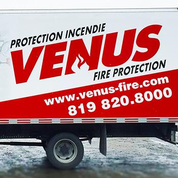 Wrap partiel et découpes de vinyle sur un camion cube de Vénus Protection Incendie